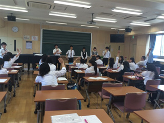 東京都立王子総合高校 ボイス・スピーチトレーニング授業の様子